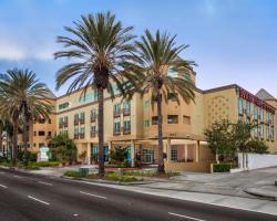 Desert Palms Hotel & Suites Anaheim Resort