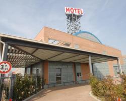 Hotel Motel 2