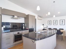 Eversleigh Street Villa - Christchurch Holiday Homes
