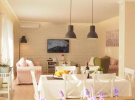 Sunset Apartment, Zvekovica