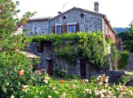 Les Gites du Solitary, Saint-Laurent-sous-Coiron (рядом с городом Vesseaux)