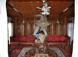 House Boat Raj Mahal, Сринагар (рядом с городом Nasīm Bāgh)