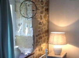Domaine Charente - B&B / Familyroom Le Jardin (with external toilet & shower house), Mazières (рядом с городом Genouillac)