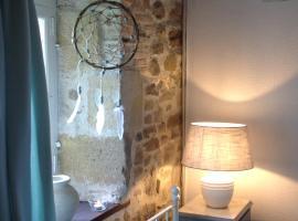 Domaine Charente - B&B / Familyroom Le Jardin (with external toilet & shower house), Mazières (рядом с городом Suaux)