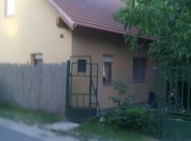 Small house on the riverside, Szigetszentmárton