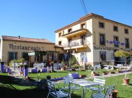 Hostal Del Tajo, Peralejos de las Truchas (Poveda de la Sierra yakınında)