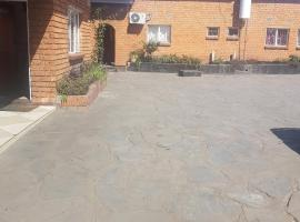 Heroes Lodge, Mungule Court
