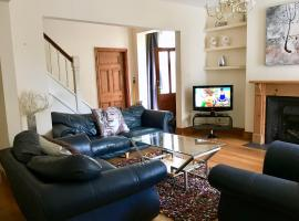 The Large Redcliffe Six Bedroom House