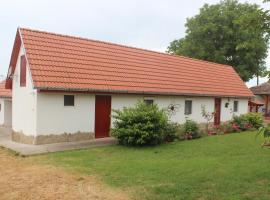 Tranquil Pines - Little Paradise Cottage, Újireg (рядом с городом Koppányszántó)