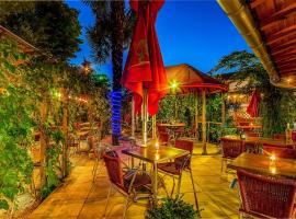 Hôtel Restaurant Atipyc, Marssac-sur-Tarn (рядом с городом Labastide-de-Lévis)