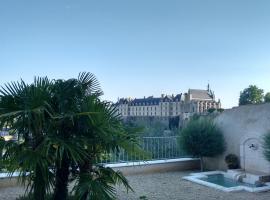 Le Clos des Remparts avec Vue sur Château, Thouars (рядом с городом Sainte-Gemme dans les Deux-Sèvres)