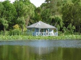 House Chalet moderne au coeur de la verdure avec piscine collective et mini golf, Saint-Cyr-en-Talmondais (рядом с городом Le Champ-Saint-Père)