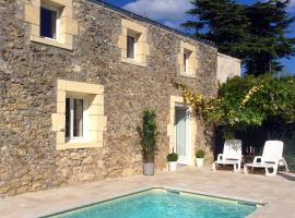 La Porte Bleue with Private Heated Outdoor Pool, Жансак (рядом с городом Saint-Seurin-de-Prats)