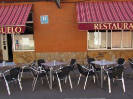 Hostal Restaurante El Abuelo, Trobajo del Camino (La Virgen del Camino yakınında)