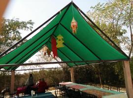 Exotic Nature camp, Bassi