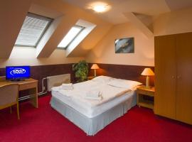 A Plus Hotel & Hostel