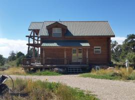 Pioneer 1 Cabin by Coyote Cabins, Moab (in de buurt van Gateway)