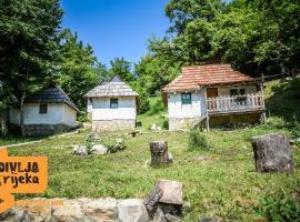 Camp Divlja Rijeka, Hum (Koljeno yakınında)