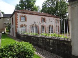 Château Mesny Gite Au Fil des Pages, Vic-sur-Seille (рядом с городом Gélucourt)