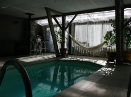 gite & piscine, Montégut (рядом с городом Nestier)