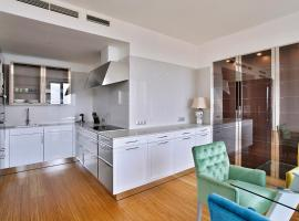 Luxe Apartment near Beautiful Parks