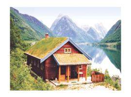 Three-Bedroom Holiday home with Sea View in Fjærland