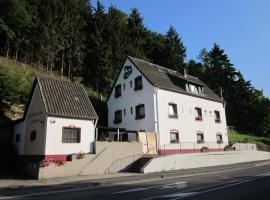 Gästehaus am Fels, Altenahr (Binzenbach yakınında)
