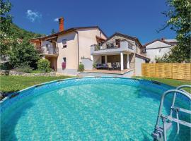 Three-Bedroom Holiday Home in Jurdani, Jurdani (рядом с городом Zvoneća)