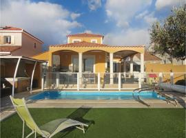 Three-Bedroom Holiday Home in Valros, Valros