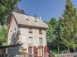 Three-Bedroom Holiday Home in Le Monetier les Bains, Le Lauzet (рядом с городом La Madeleine)