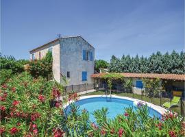 Four-Bedroom Holiday Home in Camaret sur Aigues, Camaret-sur-Aigues