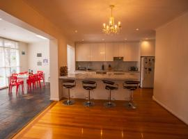 Inner Melbourne Luxury Holiday House, Melbourne (Hawthorn yakınında)