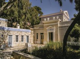 Three-Bedroom Holiday Home in Ermoupolis, Эрмоуполис (рядом с городом Perdhíki)