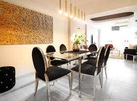 Large Boutique Style Apartment - Upper House