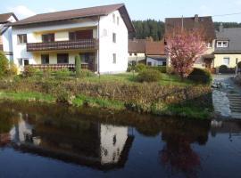 Ferienwohnungen An der Rodach, Steinwiesen (Wallenfels yakınında)