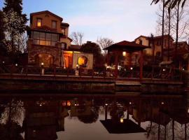 Qingchengshanxia Deluxe Hot Spring Villa