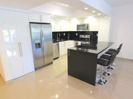 Three-Bedroom Collins Apartment #201, Golden Beach (in de buurt van Sunny Isles Beach)
