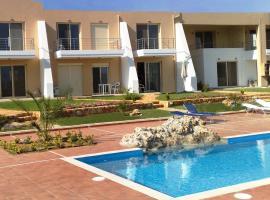 Luxury apartment with pool near beaches, free WiFi