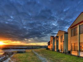 Stanley Village Waterfront Accommodation, Stanley (Crayfish Creek yakınında)