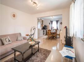 Three-Bedroom Apartment in Marcana, Marčana (рядом с городом Kabolovi Dvori)