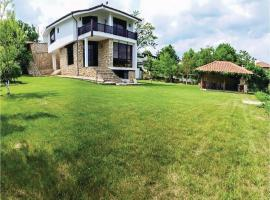 Three-Bedroom Holiday Home in Asparuhovo, Asparukhovo (Cherni Vrŭkh yakınında)