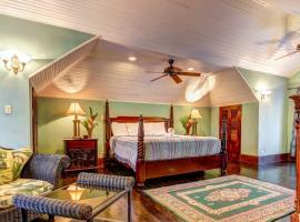 Toucan Suite @ Mahogany Hall