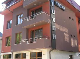Hotel Luxor, Yukarı Cuma (Stob yakınında)