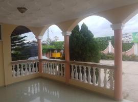 Lawnia Hotel, Ho