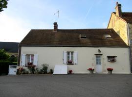 La Maison de Printemps, Bazoches-sur-Hoëne (рядом с городом Mahéru)