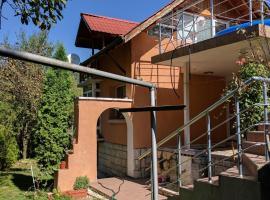 House with three Verandas, Berkovitsa (Dŭlgi Del yakınında)