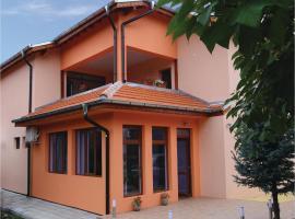 Eight-Bedroom Holiday Home in Pavel Bania, Kazanlŭk (Koprinka yakınında)