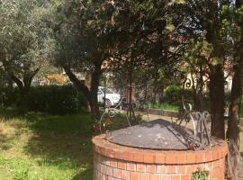 Villa con giardino, Luni