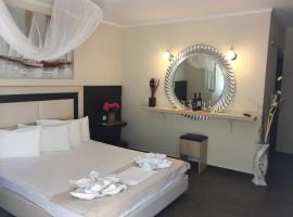 Hotel Alexandros II, Торони