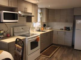 Montreal Two Bedroom Apartment, Montréal (Lachine yakınında)